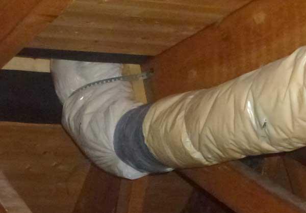 Ventilasjonsrør kondens loft